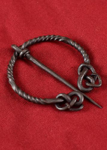 Twisted-ring-fibula-with-snake-tail